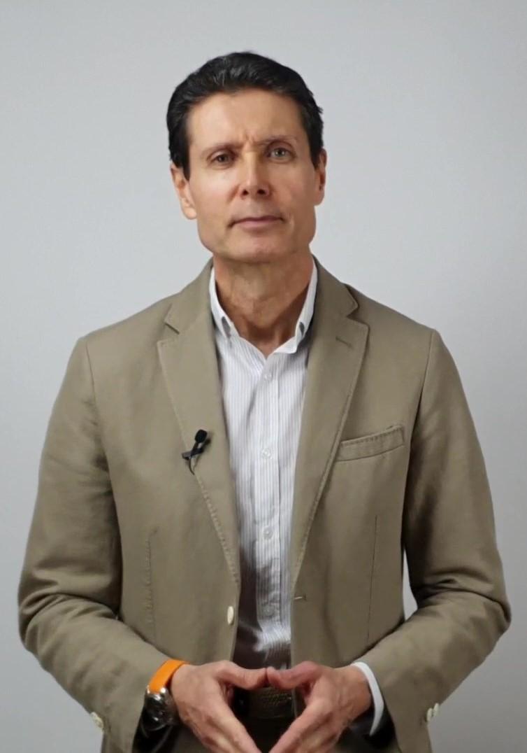 José Cava Psicólogo experto en hipnosis y tartamudez